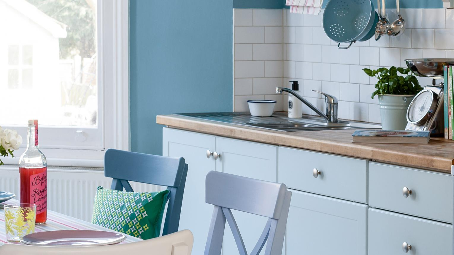 Touches of blue define the space in this open plan kitchen.